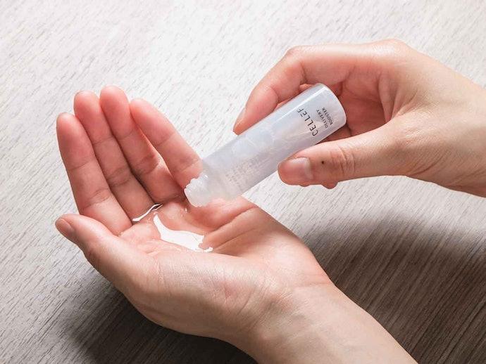 化粧水はサラサラしていて、肌に吸い込まれるような使用感