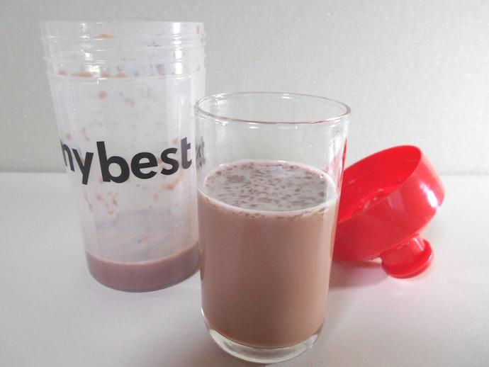 ミルクチョコレート味を溶かすには水・牛乳のどちらも10秒以上シェイクが必要