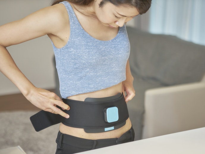 腹直筋にも刺激を感じるものの、腹斜筋のほうがより強く刺激される!