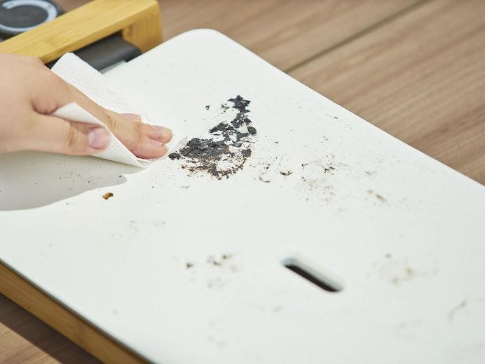 サッと拭くだけで汚れが落ちる!ただし端子部分の水濡れ厳禁