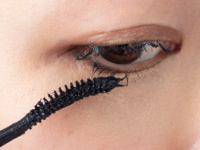 ブラシのカーブが目に合って、下まつ毛にも塗りやすい◎