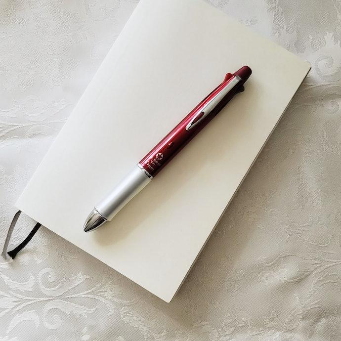 【結論】惜しいのはデザインだけ。疲れにくい多機能ボールペンを探している方におすすめ!1本で5役なのもうれしいポイント